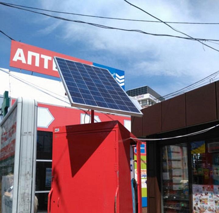 У центрі Дніпропетровська з'явився кіоск з сонячною батареєю
