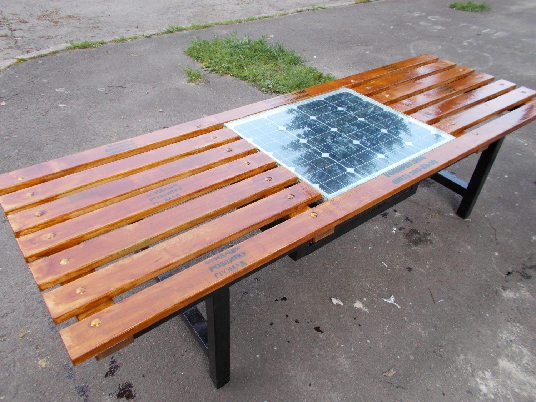 Триває виготовлення першої в Луцьку лавки з сонячної панеллю