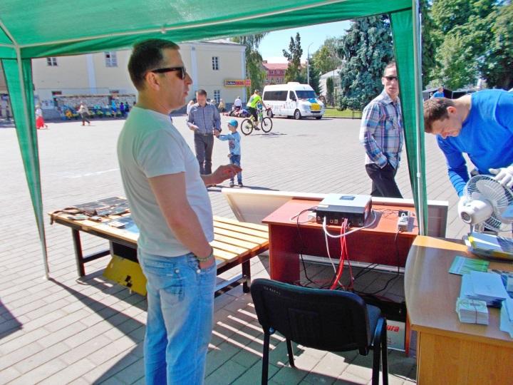 В Луцьку презентували першу на Волині сонячну лавку