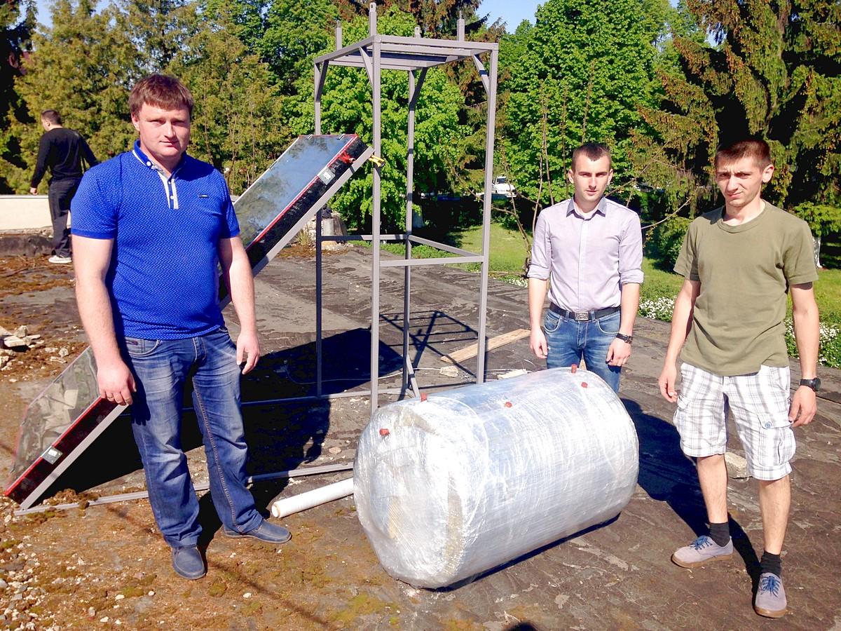 В Луцьку добудували саморобний сонячний колектор для нагріва 200 л води
