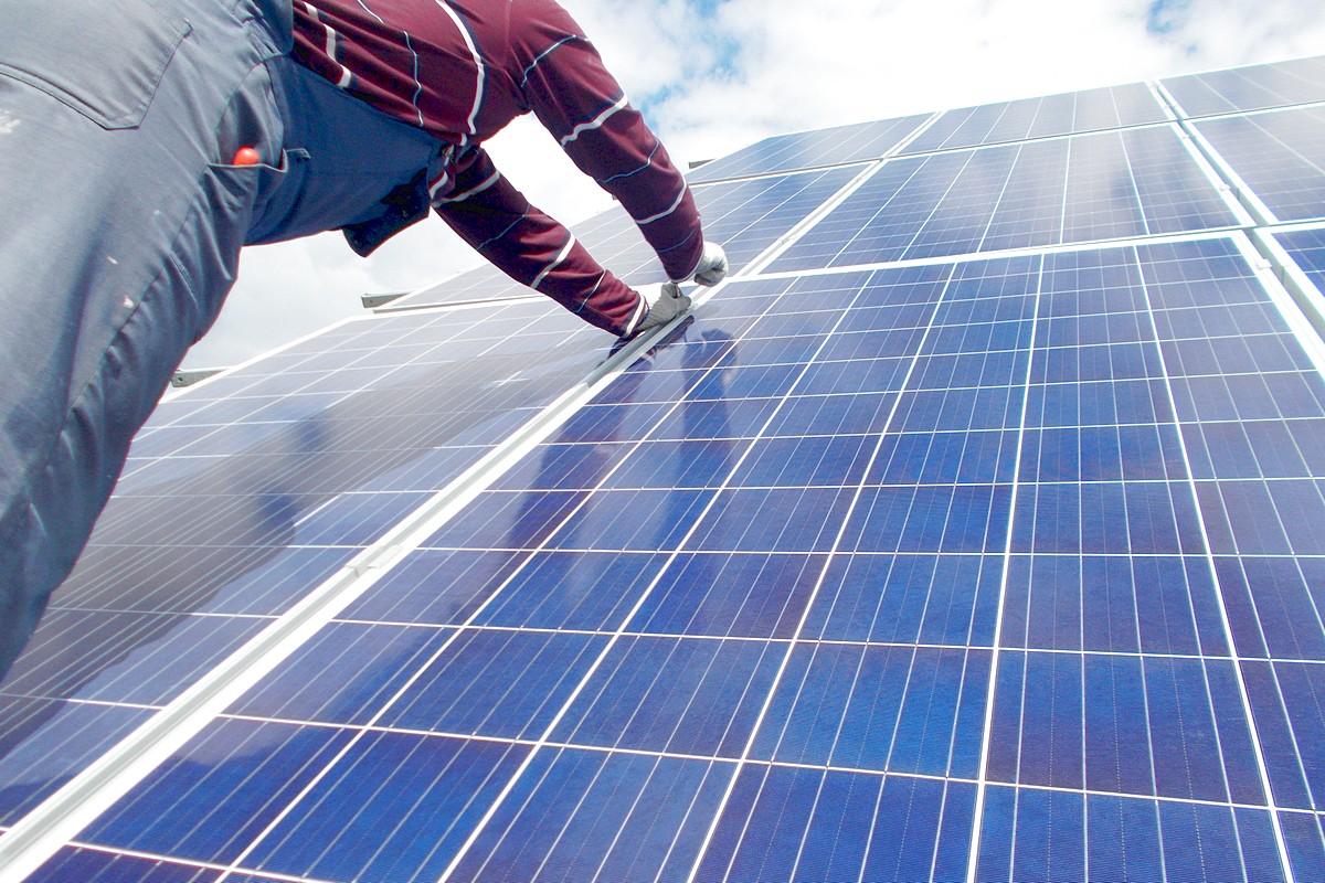Монтаж сонячних панелей в Луцьку – Спеціалізовані Енергетичні Технології